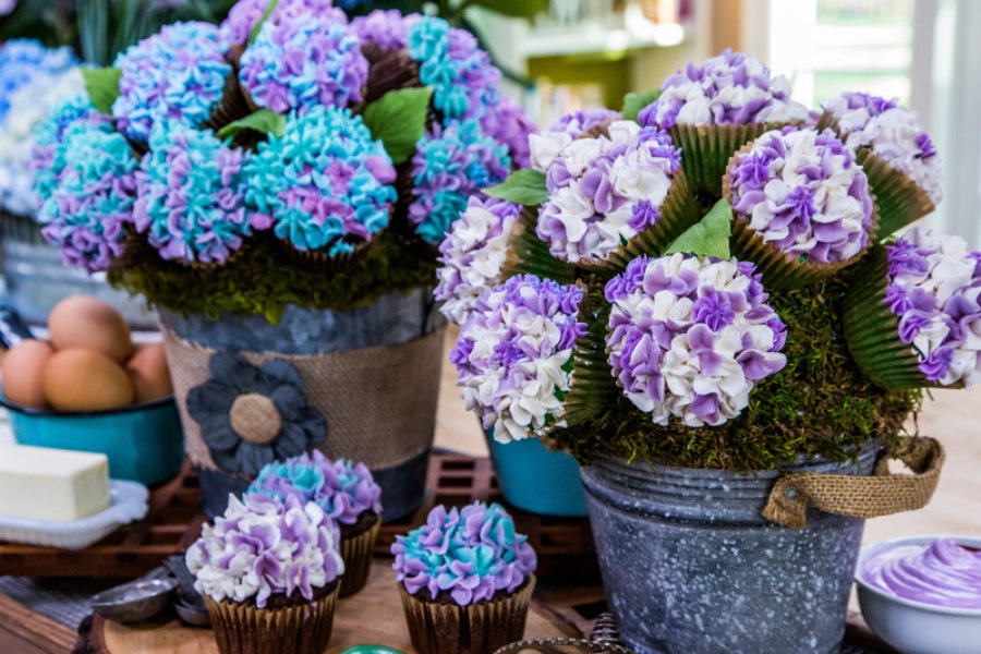 Cristina\'s Hydrangea Cupcake Bouquet - Video | Home & Family ...