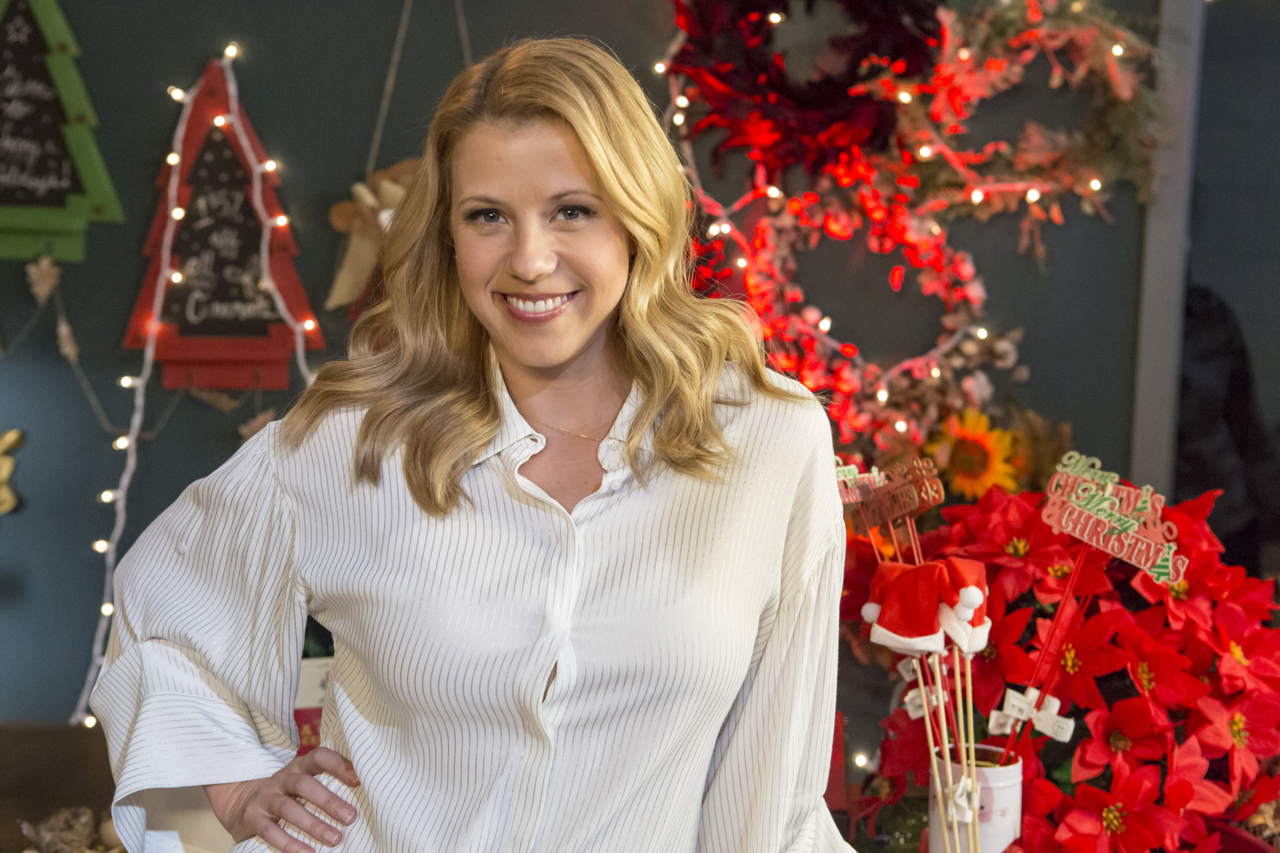 cast interviews - finding santa - jodie sweetin on making a