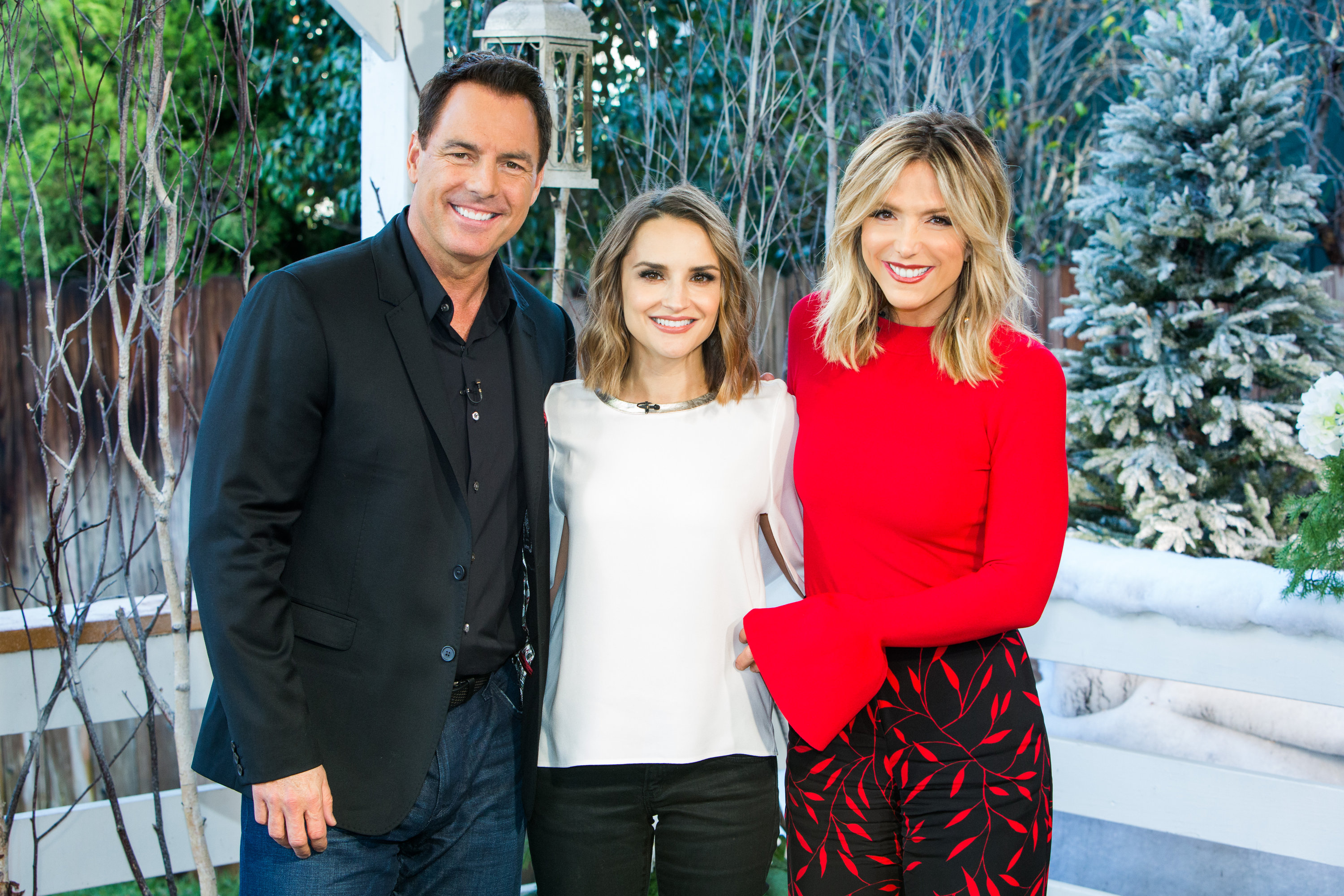 Frozen in love hallmark channel rachael leigh cook stops by home family ccuart Choice Image