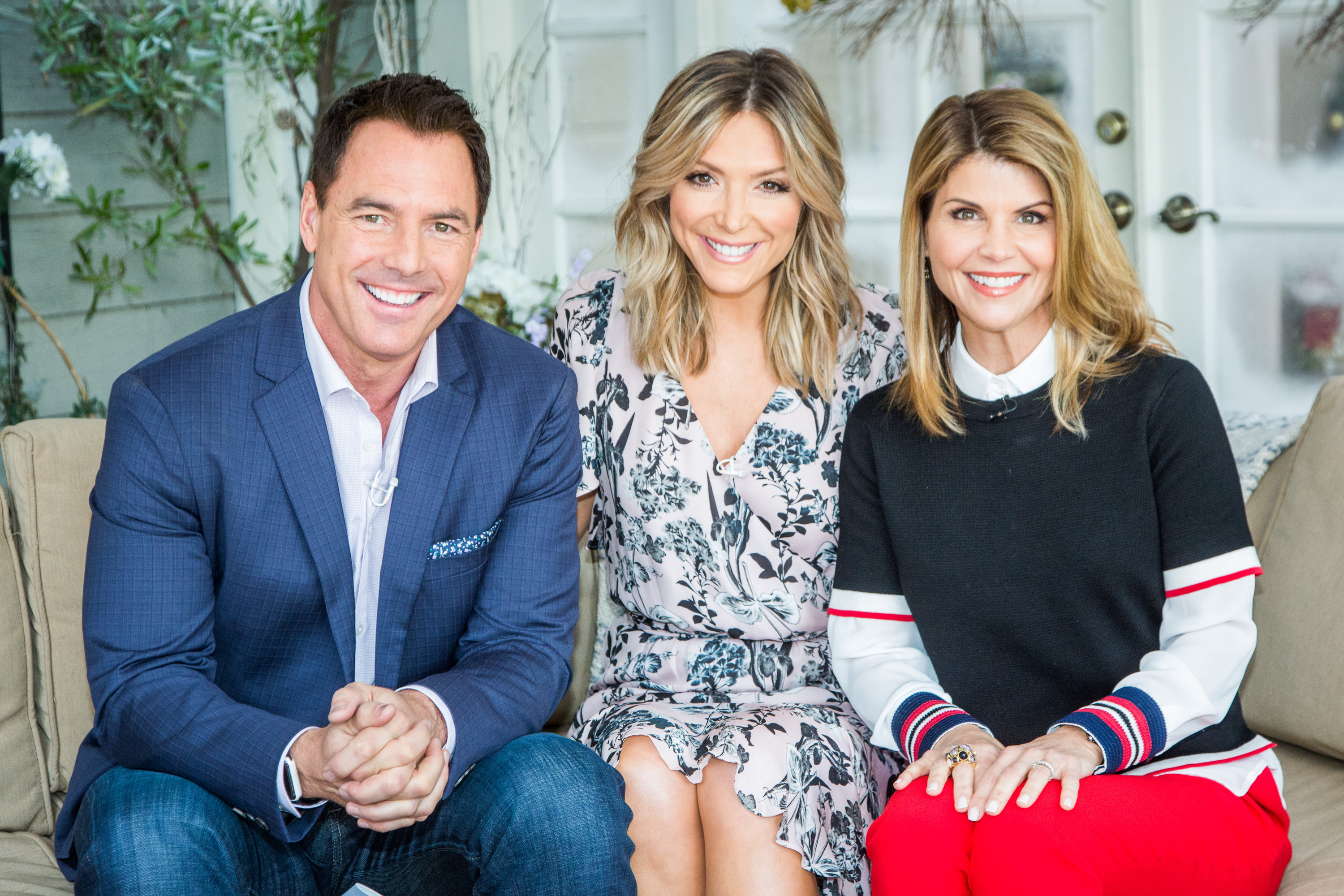 'Competitive' Lori Loughlin & Her Family Are Living 'A ... |Lori Loughlin Family