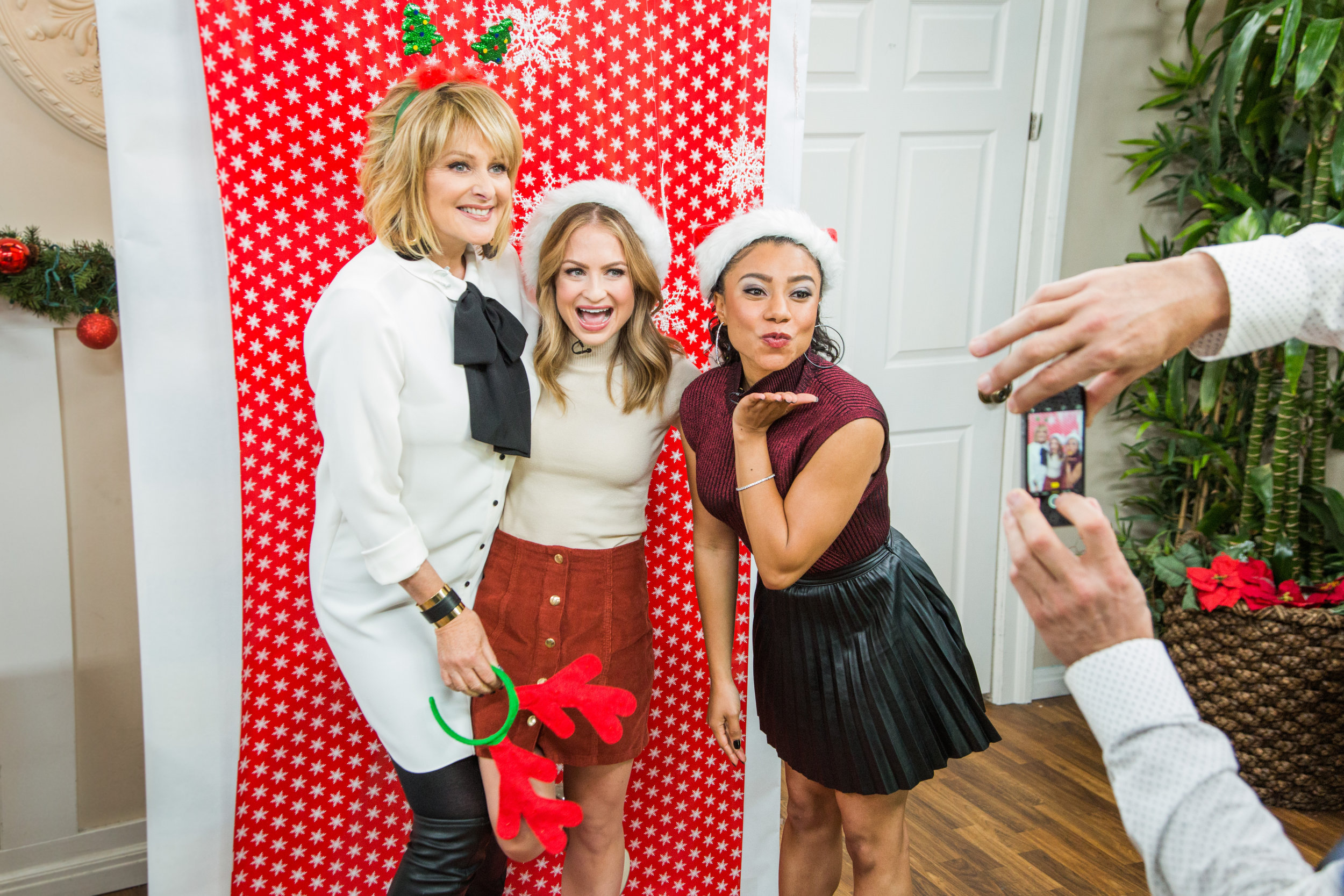 Diy Holiday Photo Booth Home Family Hallmark Channel