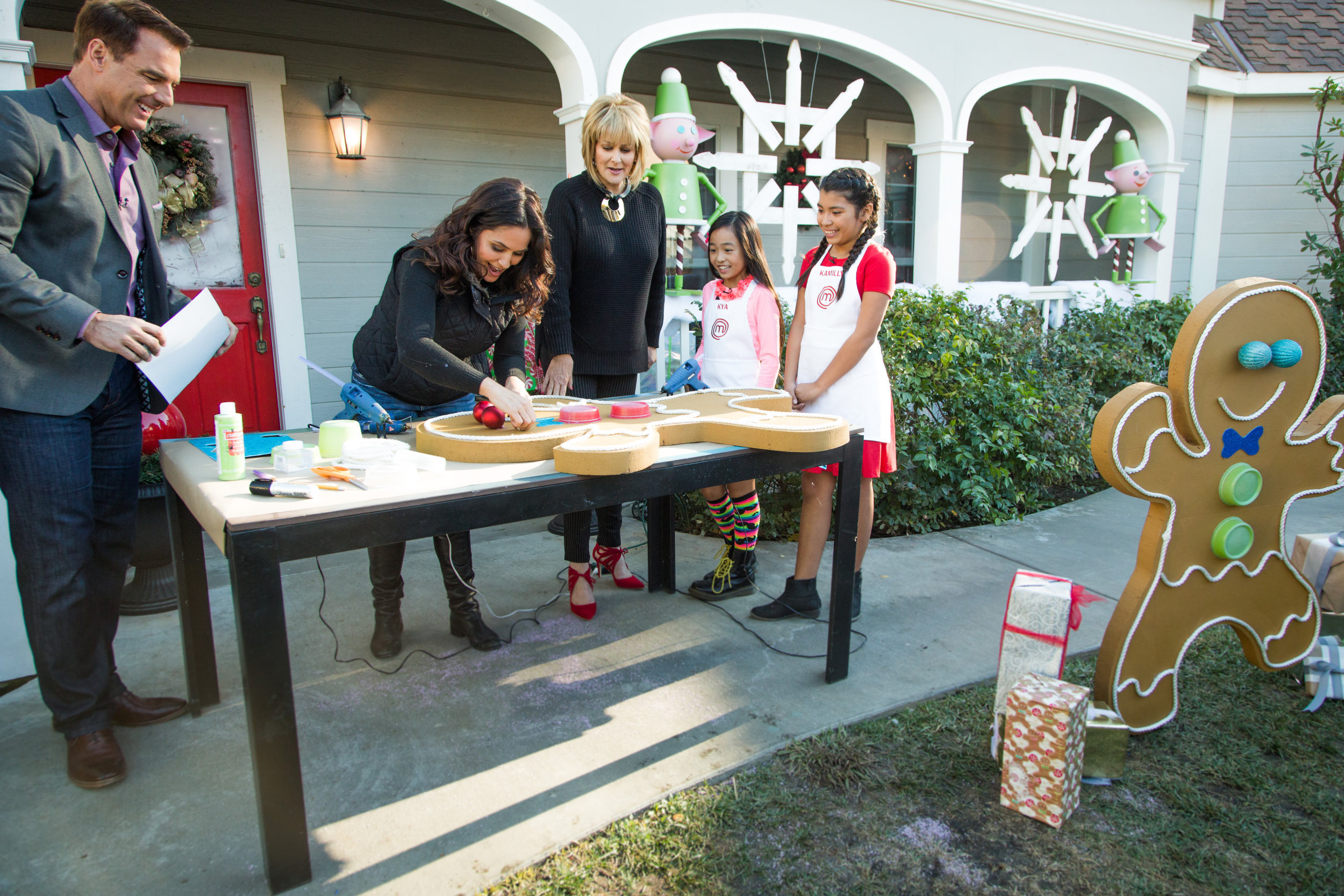 How To Diy Front Yard Gingerbread Man Home Family Hallmark Channel