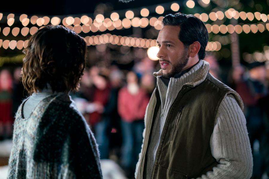 Preview + Sneak Peek - Christmas in Homestead   Hallmark Channel