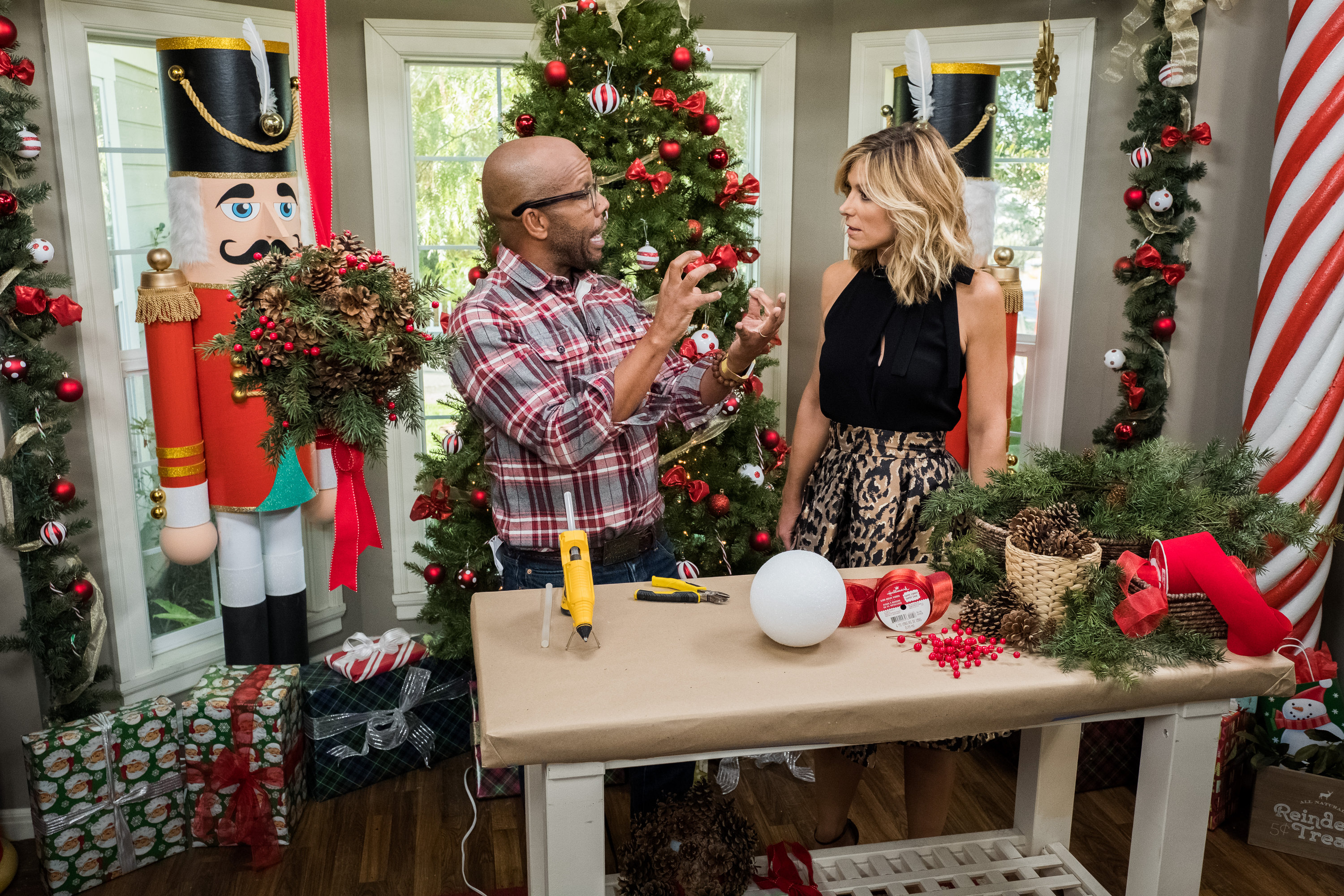 DIY Pinen Cone Kissing Balls - Home & Family - Video | Hallmark Channel