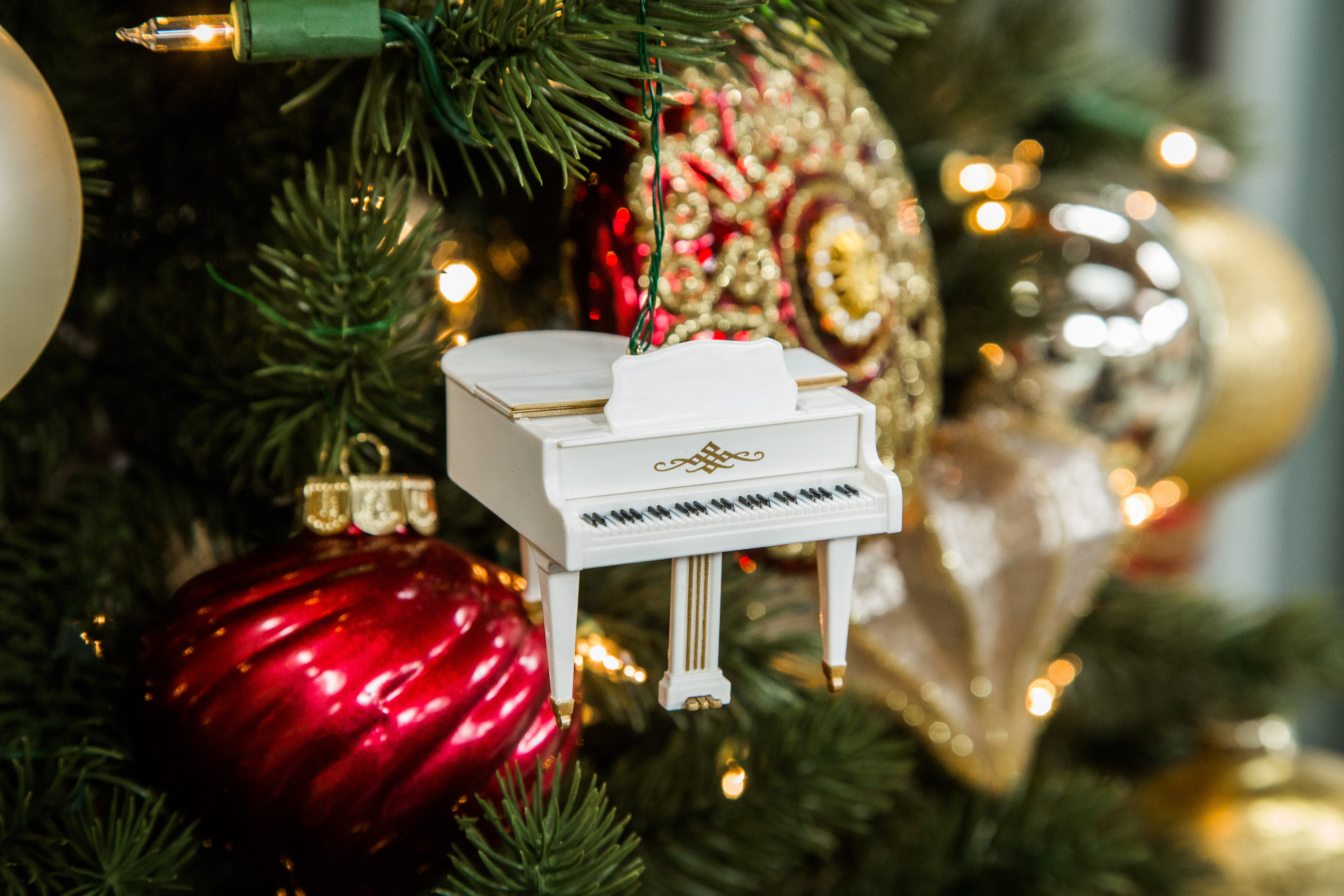hark  the herald angels sing  piano music ornament