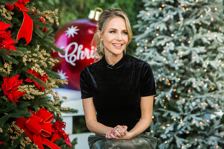 Christmas Homecoming Hallmark.Julie Benz Talks Holidays Home Family Video Hallmark