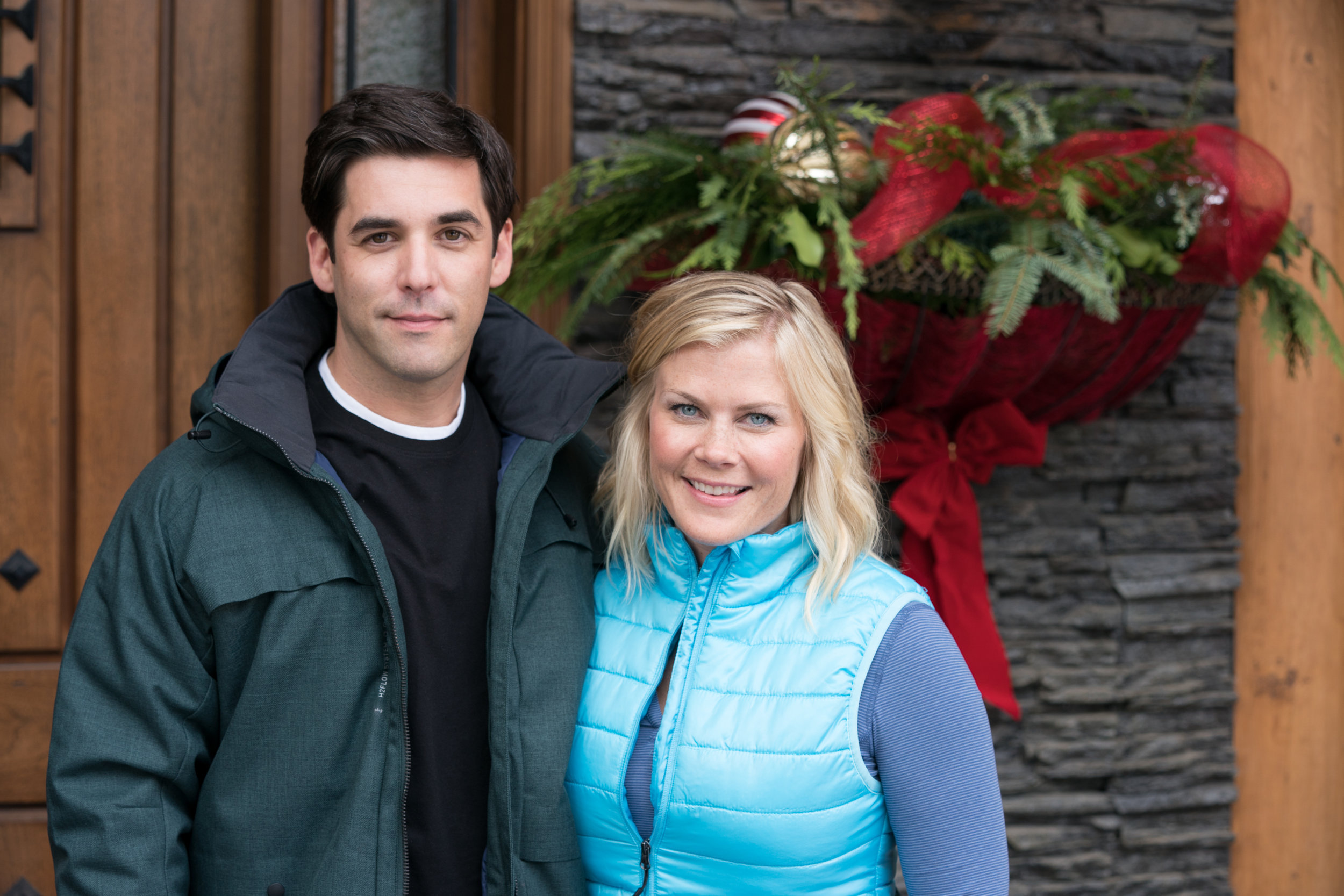 Christmas At Holly Lodge Cast.Cast Interviews Working With Alison Sweeney Christmas At