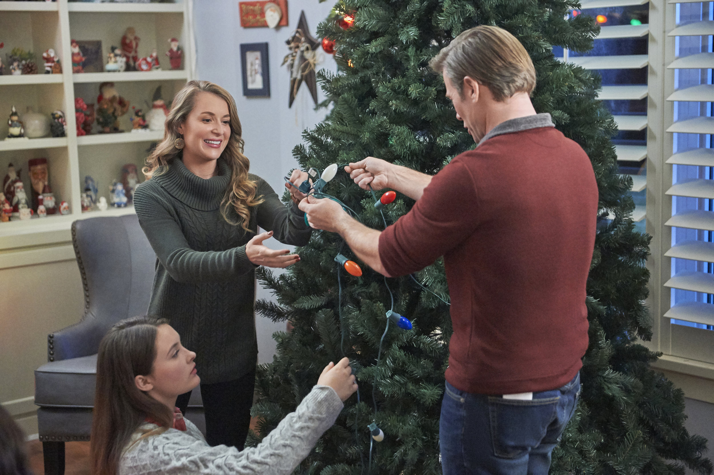 Preview + Sneak Peek - Christmas Made to Order   Hallmark Channel